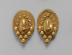 Gold earrings Period: Late Classical Date: early century B. Culture: Etruscan Medium: Gold Dimensions: Other 1 in. cm) Classification: Gold and Silver Credit Line: Funds from various donors, 1918 Renaissance Jewelry, Ancient Jewelry, Victorian Jewelry, Antique Jewelry, Gold Jewelry, Vintage Jewelry, Classical Period, Gold Earrings Designs, Indian Earrings