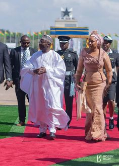 Ghana's VP's Wife Samira Bawumia Breaks Internet Again with Her Independence Day Dress African Wear Dresses, Latest African Fashion Dresses, African Print Fashion, Africa Fashion, African Attire, Nigerian Fashion, African Outfits, African Print Dress Designs, Nigerian Lace Styles