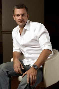 Ray Stevenson as Isaak Sirko, Dexter. (Shirts on the series designed by Kathleen Felix-Hager and made by Anto Custom Shirts in Beverly Hills. Scotish Men, Beautiful Men, Beautiful People, Pretty Men, Hello Gorgeous, Ray Stevenson, Raining Men, Dexter, Man Crush