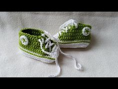 Crocheting baby shoes - Sneakers for babies with subtitles Part 4/5 by BerlinCrochet - YouTube