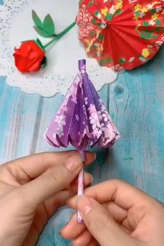 How to make a paper Umbrella that open and close Cool Paper Crafts, Paper Crafts Origami, Cute Crafts, Diy Paper, Diy Crafts Hacks, Diy Crafts For Gifts, Creative Crafts, Instruções Origami, Origami Balloon