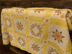Vintage Floral Quilt Country Primitive Hand Sewn Stitched Yellow Flower Antique | eBay Hexagon Quilt Pattern, House Quilt Patterns, Patchwork Quilt Patterns, House Quilts, Floral Bedding, Floral Quilts, Pinwheel Quilt, Embroidered Quilts, Green Quilt