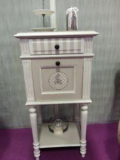 Table de chevet relookée en style shaby chic déco DIY redesign meuble