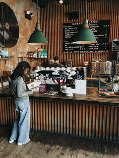 Chicago Coffee Shop Guide — katelyn now Cute Coffee Shop, Coffee Shop Bar, Best Coffee Shop, Coffee Shop Design, Korean Coffee Shop, Coffee Shop Interior Design, Coffee House Cafe, Chicago Coffee Shops, Thai Coffee