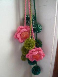 Colgantes en lana, fieltro y tejido al crochet para manijas de puertas y ventanas - artesanum com