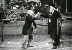 Gallery of free Laurel and Hardy animated gifs and Stan Laurel and Oliver Hardy, comic actors of silent film Laurel And Hardy, Stan Laurel Oliver Hardy, Golden Age Of Hollywood, Classic Hollywood, Gif Bailando, Photo Star, Comedy Duos, The Three Stooges, Classic Comedies