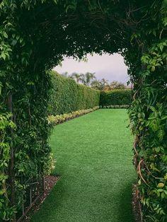 43 strakke tuin ideeën   Ik woon fijn Bars Tiki, Colonial, Whimsical Wedding, Sister Wedding, Hd Photos, Grass, Sidewalk, Country Roads, River