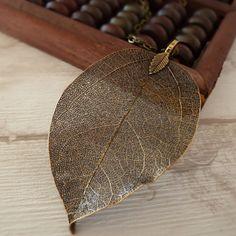 Collar de hoja color bronce
