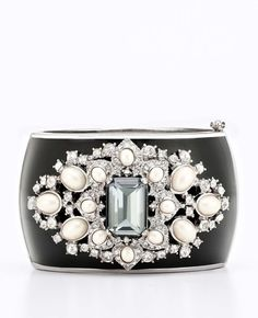 detailing on this cuff is stunning