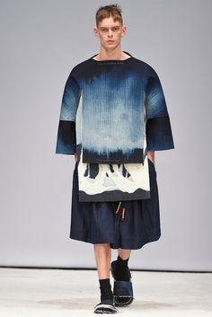 H&M Design Award Stockholm Fall 2015 Fashion Show Denim Fashion, High Fashion, Fashion Show, Womens Fashion, Stockholm Fashion Week, Motifs Textiles, Fashion Details, Fashion Design, Tye Dye