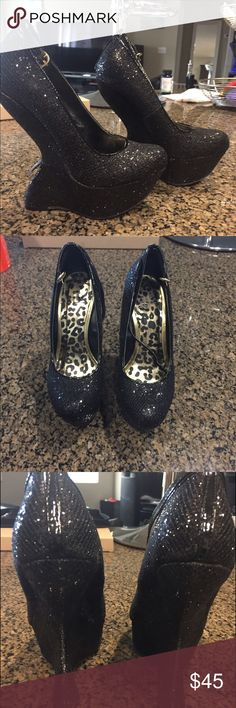 Glitter Heelless Wedges Gorgeous glitter wedges, heelless heel, super glam! shiek shoes Shoes Wedges
