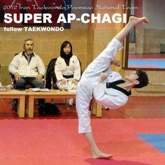 !!!!!!!!!!!!!!!!Taekwondo kick. Is this even possible?!!