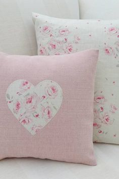 8 Relaxing Simple Ideas: Sewing Decorative Pillows Floor Cushions how to make decorative pillows.Decorative Pillows Patterns Etsy neutral decorative pillows home tours. Cute Pillows, Diy Pillows, Decorative Pillows, Throw Pillows, Handmade Cushions, Shabby Chic Cushions, Sewing Crafts, Sewing Projects, Creation Deco