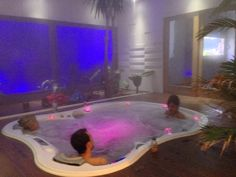 Clerc agencement (Espot ) Indoor Jacuzzi, Jacuzzi Tub, Dream Home Design, My Dream Home, House Design, Hot Tub Room, Hot Tub Deck, Dream Mansion, Dream Bath