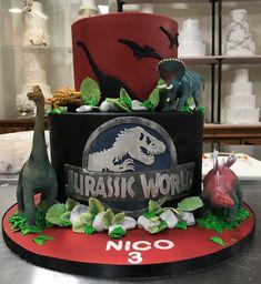 Jurassic World birthday cake Dinosaur Birthday Cakes, Dinosaur Cake, Dinosaur Party, Jurassic World Cake, Jurassic Park Party, Park Birthday, 4th Birthday, Birthday Ideas, Savoury Cake