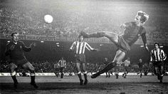 "December FCBarcelona v Atlético Madrid at CampNou, with this goal Johan Cruyff was named ""The Flying Dutchman"". Fc Barcelona, Vince Mcmahon, Camp Nou, School Football, Football Soccer, Retro Football, Football Boots, Barca Team, Bernabeu"