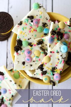 Easter Oreo Bark - so festive, delicious and only takes 5 minutes to put together! { lilluna.com }