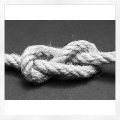 Nodo a otto: simbolo dell'amicizia eterna. E' il nodo d'arresto più importante e ha il pregio di non stringersi eccessivamente e di non…
