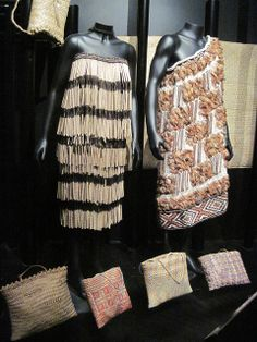 Maori weaving by uwwees, via Flickr Flax Weaving, Bamboo Weaving, Weaving Art, Warrior Fashion, Polynesian People, Feather Cape, Maori Designs, Nz Art, Natural Man