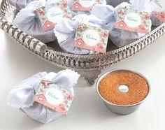 Lembrancinha de mini bolo na forminha - Delicati di Maria