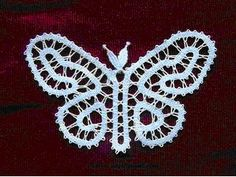 idrija vlinder Bruges Lace, Types Of Lace, Bobbin Lace Patterns, Lace Heart, Lace Jewelry, Neck Piece, Lace Making, Simple Art, String Art