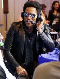 Lenny Kravitz—who killed it during the Super Bowl halftime show—flaunted aviators with silver flash lenses for a radio chat!
