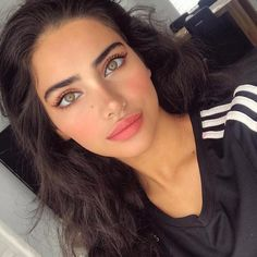 Msupa, Msexy this sexy woman with gorgeous eyes and lips😍😍😍😍😍😍😍😍😍😍 Elijah Kazi Straight Brows, Thick Brows, Glam Makeup, Hair Makeup, Bushy Eyebrows, Eyebrow Game, Henna Brows, Beauty Habits, Holiday Makeup