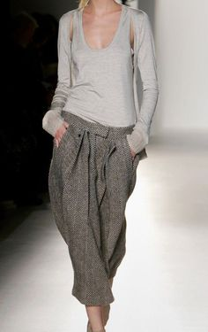 Calvin Klein ♦๏~✿✿✿~☼๏♥๏花✨✿写 ☆ ☀❁~⊱✿ღ~❥ ༺♡༻ WE Oct 10, 2018 ༺♡༻ 💥⊰~ ♥⛩☮️ •❋•☸️ॐ✿ڿڰۣ(̆̃̃❤⛩✨真 .•`h❀ฬ ❁↠๏~✿✿✿~๏♦ Fashion Mode, Love Fashion, Winter Fashion, Minimal Chic, Helmut Lang, Stylish Outfits, Fall Outfits, All About Fashion, Calvin Klein