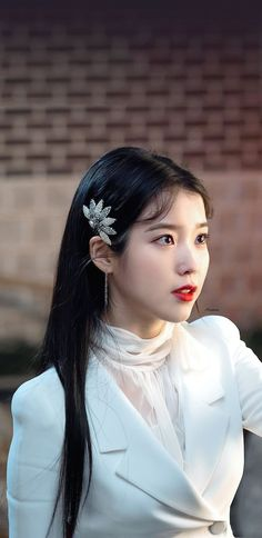 IU wonderful singer, actress in Korea. Iu Short Hair, Short Hair Styles, Luna Fashion, Fashion Beauty, Korean Girl, Asian Girl, Sandara Park, Korean Actresses, Korean Beauty