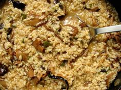 arroz-con-setas-secas-y-pimiento-verde Veg Recipes, Cooking Recipes, What You Eat, Taco Tuesday, Fried Rice, Bon Appetit, Good Food, Fun Food, Risotto