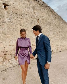 María and Marta Pombo inspire the look of the friends of the . Elegant Dresses Classy, Classy Dress, Ny Dress, Cooler Look, Couple Outfits, Event Dresses, Mode Outfits, Wedding Attire, Cute Couples