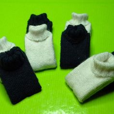 This is a fake little folded up miniature sweater - same idea as the fake shirts I pinned the other day   Source: Todo Minis