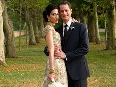 All the Anthony Weiner news -- I stumbled on a much more tasteful photo -- Huma Abedin's gorgeous Oscar de la Renta wedding dress