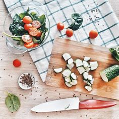 Food flatlay, food photo, kitchen, tomato, раскладки, еда, веган, овощи, флэтлэй, instagram, vegetarian, красивая раскладка, фото еды.