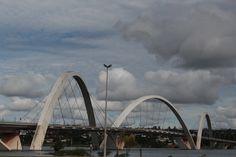 Isso é Brasília: pontes sobre um lago