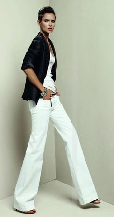 Love these wide leg white trousers. Soo chic and you can do a million things with them