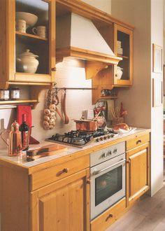 wwwmobilificiomaieronit 0433775330 cucina in legno massello di pino color miele honeyprezzopine