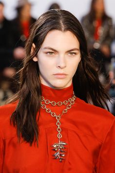 The Big Jewelry News From the Fall 2018 Collections Seven takeaways from Fall jewelry as revealed on the catwalk. Big Jewelry, Fall Jewelry, Modern Jewelry, Luxury Jewelry, Jewelry Stores, Jewellery, Stylish Jewelry, Chloe Jewelry, Jewelry Accessories