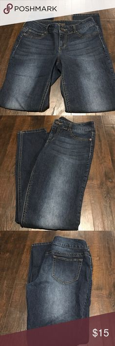 Women's Maurice's Medium Short Jeans 👖! Women's Maurice's Size Medium Short Jeans 👖 in Excellent condition, and from a Non-smoking, Pet-free home! Maurices Jeans