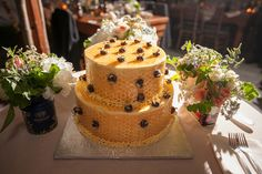 Cute bee cake.    Photography By / http://sarahtewphotography.com,Floral Design By / http://lindabaldwin.com