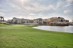 La Torre Golf Resort PAR 68 GUL4 983 M RÖD 3 883 M GRUNDAD 2006 DESIGN JACK NICKLAUS  Detta är en trevlig bana som får en att tänka på de välskötta, lummiga banorna på Florida kusten. Här finns många anlagda vattenhinder, breda frodiga fairways och hela fem hektar bunkrar! La Torre är perfekt för både genomsnittliga spelare och de med högre handicap.