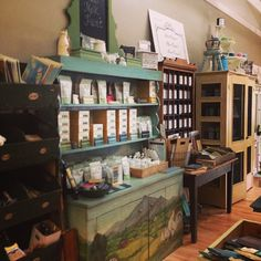 How about 3 shop visits in 3 states in 3 days??? Home at last!  If you are looking for paint we have spread it all over New England!  #missmustardseed #milkpaint #paintcouture!tm #paintedfurniture #graftonma #homedecor #antiques (at Signature Finishes)