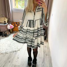 """Anastasia on Instagram: """"Une robe que je n'imaginais pas porter avec des collants lorsque je l'ai acheté cet Été mais qui rend plutôt pas mal pour le début de…"""" Anastasia, Tunics, Cover Up, Instagram, Dresses, Fashion, Tights, Dress, Vestidos"""