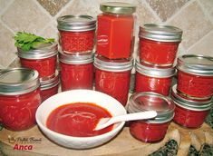 Afumarea la cald are si rolul de a g Kiss Fm, Pizza, Prosciutto, Salsa, Bacon, Cooking Recipes, Jar, Canning, Chef Recipes