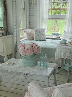 Are you big fans of shabby chic ? Although it has been popular in recent years, Shabby Chic still has its own uniqueness in its application. Surely shabby chic home decor does not prioritize formalities and spatial structures that are… Continue Reading → Blanc Shabby Chic, Cocina Shabby Chic, Muebles Shabby Chic, Shabby Chic Mode, Modern Shabby Chic, Estilo Shabby Chic, Shabby Chic Farmhouse, Shabby Chic Living Room, Shabby Chic Interiors