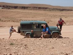 April 2010, happy rovering in Morocco. Land rover Defender 110 td4.