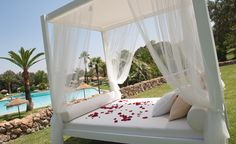 The balinese beds are Barceló La Bobadilla 5*GL new service, special for relaxing and forget about your daily life drinking a glass of champagne. An excellent stress relief method :)