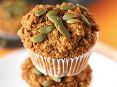 Easy Pumpkin Carrot Muffins [Vegan, Gluten-Free] These are made exclusively with oat flour, filled with fresh carrot, require no oil, and contain all that pumpkin goodness you will love. Oat Flour Muffins, Pumpkin Oatmeal Muffins, Carrot Muffins, Vegan Muffins, Gluten Free Muffins, Healthy Muffins, Carrot Cakes, Vegan Gluten Free Desserts, Gluten Free Pumpkin