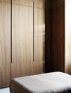 Natural timber wardrobe with minimal joinery and concealed handles makes the most of the timber grain Wardrobe Cabinets, Wardrobe Closet, Closet Doors, Design Lounge, Design Loft, House Design, Chair Design, Garderobe Design, Home Decor