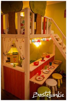 Indoor treehouse / playhouse for kids playroom - this idea is genius and very space saving Bunk Beds With Stairs, Kids Bunk Beds, Lofted Beds, Loft Spaces, Kid Spaces, Toy Rooms, Kids Rooms, Little Girl Rooms, Kids Decor